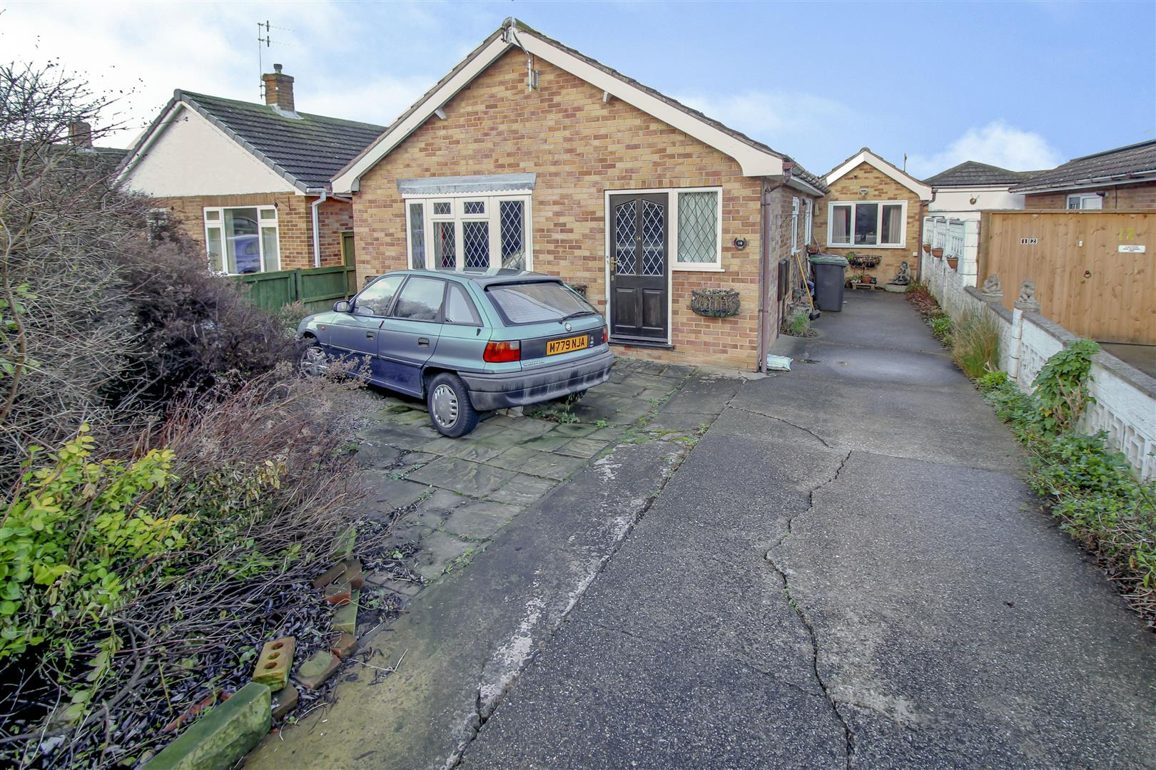 2 Bedrooms Detached Bungalow for sale in Canalside, Beeston